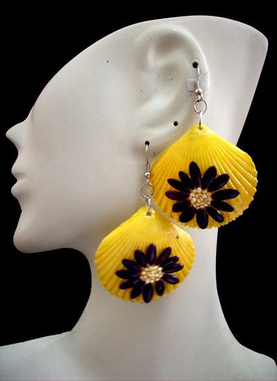 06 Peruvian Pretty Seashell Earrings Hand Painted Flower Image