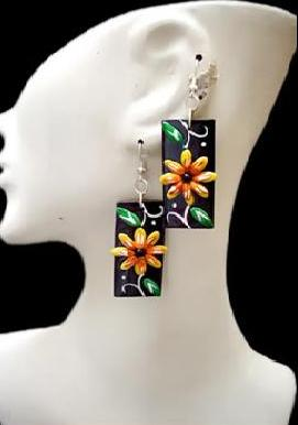 Lot 24 Peruvian Totumo Earrings Colorful High Relief Images
