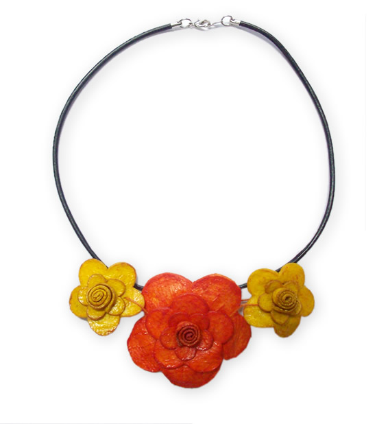 Three Flowers Model Necklaces Orange Peel