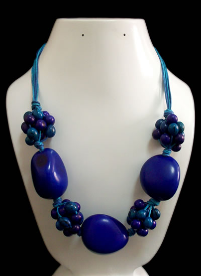 3 Pretty Necklaces of Tagua and Achira (3COLTAGACHIR)