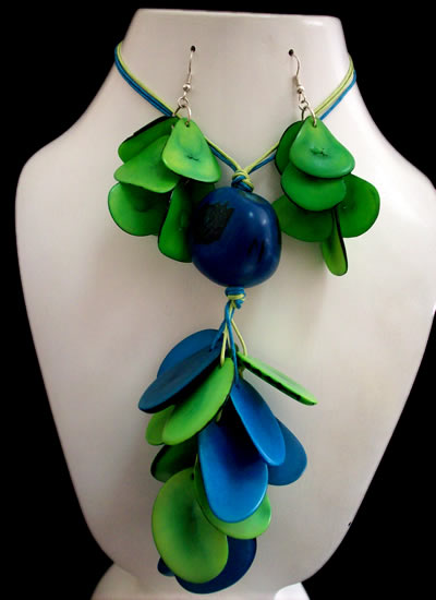 06 Beautiful Handmade Tagua Chips Sets Necklaces Bunch Design