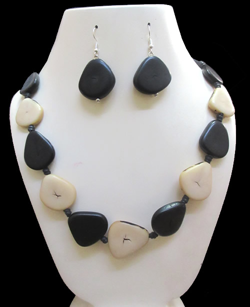 06 Beautiful Wholesale Handmade Tagua Heart Sets Necklaces