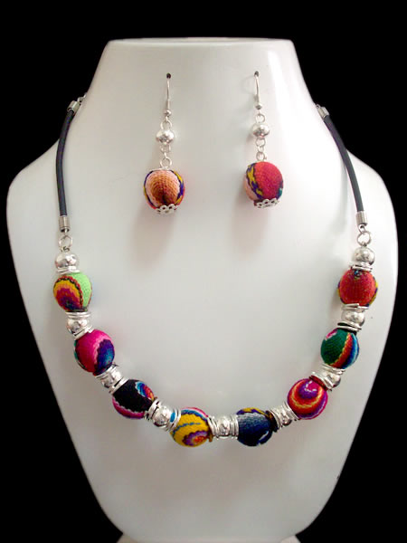 Cusco Blanket Sets Necklaces